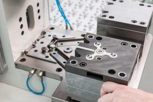 Der Handkreisel schaffet es in nur wenigen Wochen von der Idee bis zur vollautomatischen Serienproduktion. (Foto: Babyplast)