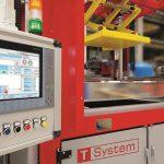 Steuereinheit der T-System Thermoformmaschine. (Foto: Canon)