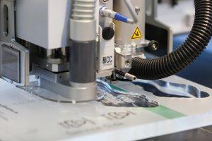 Die leistungsstarken Lasersysteme schneiden problemlos Acryl mit einer Stärke von bis zu 30 mm. (Foto: Eurolaser)