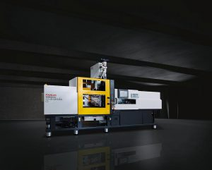 Die vollelektrische 2K-Roboshot-Anlage wird auf der Fakuma mit einer Plasticmate Fertigungszelle von Robotec Solutions kombiniert. Produziert werden Automotive-Demoteile aus PC mit Lichtleitern in einem Zweikavitäten-Drehtellerwerkzeug von Weber. (Foto: Fanuc)