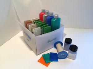 Die Finke Susbox gibt einen Überblick über die Möglichkeiten zur Einfärbung nachhaltiger Kunststoffe. (Foto: Finke)