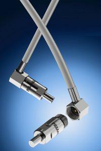Abgewinkelte Stecker für Werkzeuginnendrucksensoren benötigen weniger Platz. (Foto: Priamus)