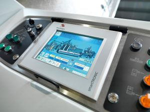 Einfache Bedienbarkeit: das Farbpaneel der PET-Recyclinganlage. (Foto: Starlinger)