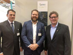 Trexel und GK Concept gründen das Joint-venture 2Limit (v.l.): Brian Bechard (CEO & President Trexel Inc.), Roman Hofer (General Manager von 2Limit) und Roger Kaufmann (Geschäftsführer von GK Concept). (Foto: Trexel)