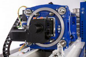 Hochdynamischer Zahnstangenantrieb: Er sorgt für ein Minimum an Übertragungsverlusten, Wartungsfreiheit und einen harmonischen Bewegungsablauf und erschließt Schließgeschwindigkeiten bis 1.400 mm/s. (Foto: Wittmann Battenfeld)