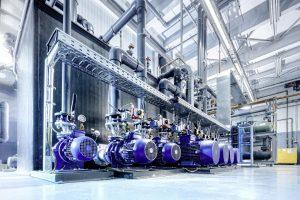 Die Pumpen der Kälteanlage sind drehzahlgeregelt und entsprechend energieeffizient. (Foto: L&R)