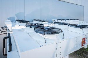 Kondensatoren und Freikühler ersetzen die bisherige offene Kühlturmanlage. (Foto: L&R)