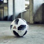 Unter der Außenhaut des offiziellen WM-Balls Telstar 18 befindet sich eine Moosgummischicht aus biobasiertem EPDM. (Foto: Arlanxeo)