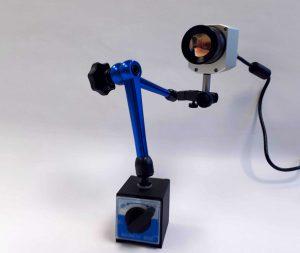Das Temperaturmessverfahren basiert auf dem Einsatz einer kompakten Infrarot-Kamera, die sich zwischen den geöffneten Werkzeughälften positionieren lässt. (Foto: Hotset)