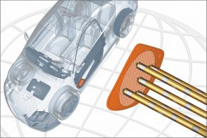 Anspritzen von Lautsprechergittern für Pkw-Türverkleidungen mit der neuen schlanken DF 8-Düse mit Multipower-Heizung. (Abb.: Incoe)