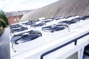 Die Ventilatoren werden von energiesparenden, drehzahlgeregelten EC-Motoren angetrieben. (Foto: L&R)