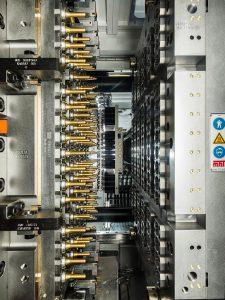 Alle fünf Sekunden bis zu 192 Preforms für PET-Flaschen: Spritzgießwerkzeuge von MHT ermöglichen höchste Produktivität. (Foto: Oerlikon Balzers)