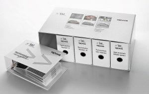 Der Narbkatalog umfasst Kunststoffmuster mit mehr als 80 unterschiedlichen Lasertexturen. (Foto: BKL-Lasertechnik)