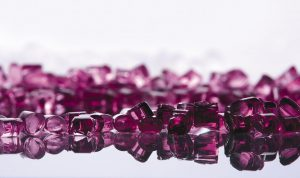 Das Polymaid Trogamid in der Farbe des Jahres Purple eignet sich gut für Brillengestelle. (Foto: Evonik)