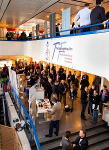 Emsiger Betrieb auf allen Ebenen gehört zum Markenkern des Hein-Technologietages. (Foto: Mara Hein)