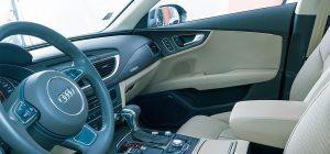 Innenraumverkleidungen von Premiumfahrzeugen verlangen höchste Qualität. (Foto: Kiefel)