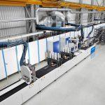 Forschungslandschaft für die Pultrusion: Das Krauss-Maffei-Technikum bietet neben der iPul-Anlage für Flachprofile (links im Bild) nun auch eine Rebar-Pultrusionsanlage. (Foto: Krauss Maffei)