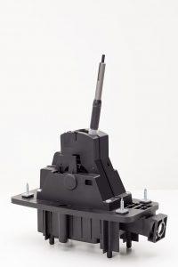 Das Schaltgehäuse für das Doppelkupplungsgetriebe im Porsche Macan wird bei Weiss hergestellt. (Foto: Weiss Kunststoffverarbeitung)