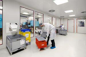 Die Dihse GmbH investiert ständig in neue Maschinen, den Reinraum und innovative Technologien. (Foto: Sumitomo (SHI) Demag)