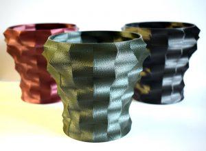 3D-gedruckte Vasen in verschiedenen Metallic-Farben. (Foto: Gabriel-Chemie)