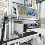 Die UD-Tape-Anlage am Fraunhofer PAZ eröffnet neue Dimensionen in der Verarbeitungsgeschwindigkeit und Variationsbreite. (Foto: Krauss Maffei Berstorff)