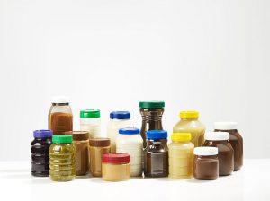 Der Trend zu immer größeren Flaschenhalsöffnungen bei PET-Behältern ist bei verschiedensten Produkten angekommen. (Foto: KHS-Gruppe)