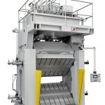 Die Composite-Presse mit gleichzeitig schwenkbarer unterer und oberer Formaufspannplatte vereint optimales Handling und kurze Funktionszeiten. (Foto: BBG)
