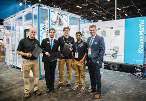 Waren zufrieden mit der Performance der GXW 450 SpinForm und der FiberForm Technologie auf der NPE (v.l.): Tom Curtiss, Markus Klötzl, Felix Weitmeier, Vinod Ponnambalam und Dr. Mesut Cetin (alle Krauss Maffei bzw. Krauss-Maffei Corporation). (Foto: Krauss Maffei)