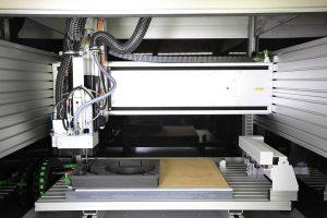Zur Ver- und Bearbeitung von Schaumstoffen hat W.AG in zwei neue CNC-Fräsmaschinen investiert. (Foto: W.AG)
