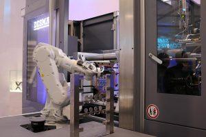 Die PartnerFlexCell ist eine Automatisierungslösung mit einem kollaborierenden 6-Achs-Roboter für einen vollautomatischen Produktionsprozess. (Foto: Desma)