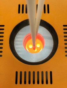 Das Kalibrierlabor von Hotset bietet alles, was zur messtechnischen Prüfung der Temperatursensoren bei 0° C und im Temperaturbereich von 150 bis 1.200 °C benötigt wird. (Foto: Hotset)