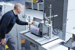 Zur Produktkennzeichnung kommen jetzt moderne Tintenstrahldrucker zum Einsatz. (Foto: Leibinger)