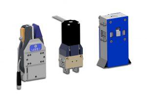 Stellvertreter aus dem ASS-Spektrum (v.r.n.l): elektrischer Nadelgreifer NGR-E, elektrischer Parallelgreifer PGR-E sowie Greifzange mit beschichteter EP-Greifbacke und Angusskontrolle. (Foto: ASS)