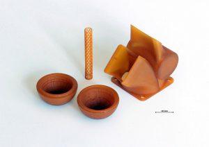 Hochpräzise additiv gefertigte Bauteile aus hitzebeständigem Photopolymer. (Foto: Cubicure)