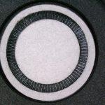 Eine Membran mittels Ultraschall gleichzeitig stanzen und schweißen – bei dieser diffizilen Aufgabe kommen die Experten des Ultrasonic Engineering Teams zum Einsatz. Hier zählen die technologischen Möglichkeiten, aber auch Erfahrung. (Foto: Herrmann)