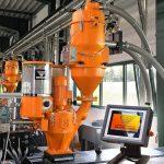 Das neue Steuergerät MC 7 von Koch-Technik dient zur genauen Zudosierung von Masterbatch oder Pulver zu Kunststoff-Rohmaterial vor der Verarbeitung im Spritzguss oder Extrusion. (Foto: Koch)
