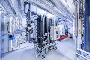 Die Absorptionskältemaschine wird im Sommer vom hauseigenen BHKW mit Wärme versorgt. (Foto: L&R)