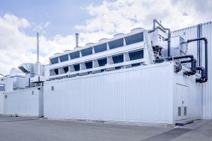 Platzsparende Lösung: Der Freikühler wurde auf dem Container installiert. (Foto: L&R)