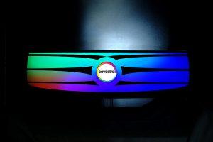 Bei der Black-Panel-Technologie wird eine spezielle Polycarbonatfolie mit dahinter befindlicher Lichtquelle zum Leuchten gebracht. (Foto: Covestro)