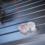 Das modifizierte Polyacetal-Copolymer ermöglicht besonders kontrastreiche Lasermarkierungen auf technischen Bauteilen. (Foto: Ensinger)