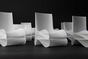 So stylisch könnten die Design-Sessel aus Plastikflaschen sein, die der Roboterarm 3-D druckt. (Foto: Moritz Wesseler)