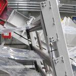 Den Mittelpunkt der dritten Zerkleinerungslinie im Aufbereitungszentrum von Pro-Pac bildet eine Einzugsmühle RS 3012 E, die synchron PP-Folienreste unterschiedlicher Dicken zerkleinert. Die Zuführung erfolgt über eine dreiteilige, sensorgesteuerte Abrollvorrichtung. (Foto: Getecha)
