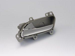 Das POM Duracon, hier mit einer Metall-Färbung, hat sich bereits als Material für Türgriffe im Innenbereich von Autos bewährt. (Foto: Polyplastics)