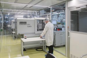 Spritzguss von Medizinbauteilen in einem Reinraumsystem Cleancell 4.0 der ISO-Reinraumklasse 7. (Foto: Schilling Engineering)