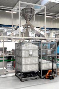 Die Edelstahlrohre des AirMove-Systems sorgen für einen reibungsfreien Transport der Teile. (Foto: United Caps)