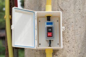 Anwendungen der Solplast-TPEs liegen u. a. im Bereich flammgeschützter Gehäusedichtungen, Kabeldurchführungen oder Kabelmontageelementen. (Foto: Shutterstock/ChatchawalKittirojana)