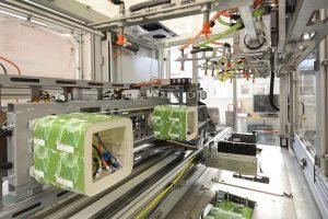 Das neue Basic-IML-System für bis zu zwei Kavitäten ist standardmäßig mit rotativen Kernen ausgestattet. (Foto: Beck Automation)