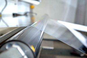 Auf der neuen Anlage können mehrschichtige PMMA-Folien mit einer Rekordbreite von 2.700 mm hergestellt werden. (Foto: Evonik)