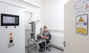 Die Auftragsfertigung von LPW Services erfolgt auf hauseigenen Evosys-Laseranlagen. (Foto: LPW)