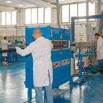 Solvay hat in seinem Zentrum für Anwendungsentwicklung in Bollate neben moderner Spritzgießausrüstung auch neue Extrusionstechnik installiert. (Foto: Solvay)